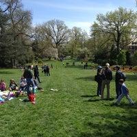 Foto diambil di Sherwood Gardens oleh Jason S. pada 4/21/2013