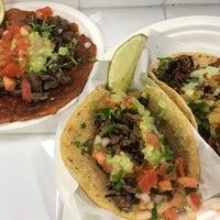 Foto tomada en Los Tacos No. 1 por Joyce C. el 1/28/2018