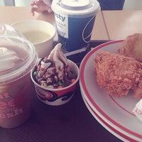 Photo taken at KFC by Luna D. on 5/22/2016
