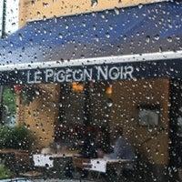 Das Foto wurde bei Le Pigeon Noir von Aurélie M. am 6/27/2017 aufgenommen