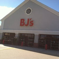Photo taken at BJ's Wholesale Club by Alyssa P. on 9/22/2013