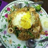 Photo taken at Restoran Balikpapan Seafood by Halidah A. on 12/13/2013