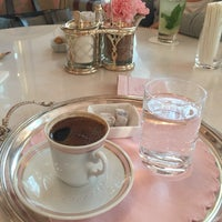 Photo taken at Pattiserie De Pera - Pera Palace by Canan E. on 5/27/2017