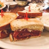 Foto tirada no(a) Junior's Restaurant por Carrie W. em 1/20/2018