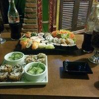 Foto tirada no(a) Hamadaya Sushi Bar por Nando A. em 1/31/2015