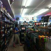 รูปภาพถ่ายที่ Liquored Up โดย Eric L. เมื่อ 9/21/2012