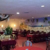 Foto tomada en Rolando's Cuban Restaurant por Christopher B. el 10/27/2014