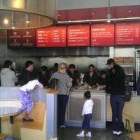 Foto tomada en Chipotle Mexican Grill por Sean S. el 4/14/2012