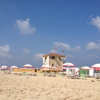 Photo taken at Frishman Beach by Sanin on 7/8/2012
