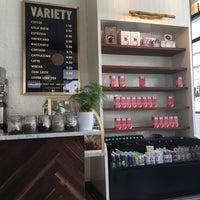 Foto tirada no(a) Variety Coffee Roasters por Amelia M. em 6/26/2017