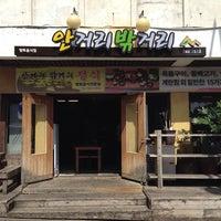 Photo taken at 안거리 밖거리 by 현석 김. on 5/31/2014
