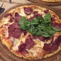 12/19/2015 tarihinde Karolinaziyaretçi tarafından Pizza Locale'de çekilen fotoğraf