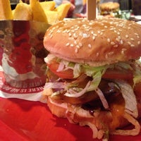 Photo taken at Red Robin Gourmet Burgers by Rachel M. on 10/8/2013