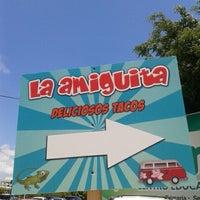 """Foto tomada en Tacos """"La Amiguita"""" por Andrea F. el 8/20/2013"""
