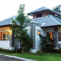 Photo taken at Phukhaongam Panorama Resort by Jha N. on 10/8/2012