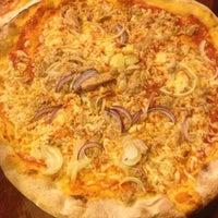 Photo taken at Kartolina Pizzeria by Zsolti V. on 5/30/2013