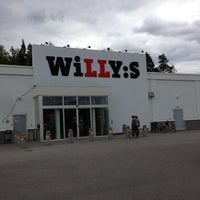 Photo taken at Willy:s by Daniel A. on 5/11/2013
