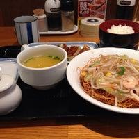 Photo taken at 長崎ちゃんぽん リンガーハット 東京東久留米店 by nanataroh on 2/10/2014
