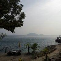 Photo taken at เกาะหวายบีชรีสอร์ท KOH WAI Beach Resort by Sandrine C. on 12/30/2013
