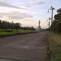 Photo taken at พระยืน by Diamond W. on 12/30/2012
