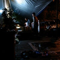 Photo taken at Lesehan Nasi Gudeg Cukupan Batas Kota by Adityo A. on 11/12/2013