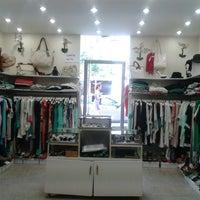 8/19/2013 tarihinde Yildiz B.ziyaretçi tarafından yıldız  butik'de çekilen fotoğraf