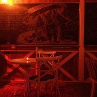12/6/2013 tarihinde Fatma K.ziyaretçi tarafından Blackboard Cafe & Bar'de çekilen fotoğraf