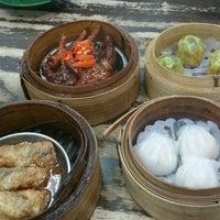 Photo taken at Wong Chiew Eating House 皇潮餐室 by Joe Lim on 11/5/2016