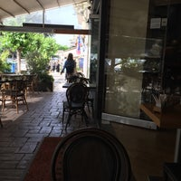 Photo taken at Βανίλια Κανέλλα by Στάθης Κ. Σ. on 5/4/2018