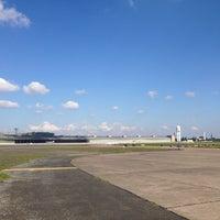Foto tirada no(a) Tempelhofer Feld por An E. em 10/2/2013