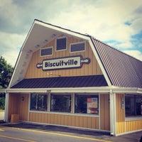 Das Foto wurde bei Biscuitville von Tim E. am 9/27/2013 aufgenommen