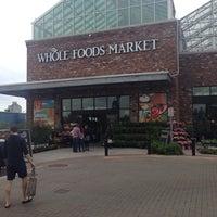 Foto tirada no(a) Whole Foods Market por MattVandrick em 5/3/2014