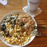 Photo prise au Noodles & Company par Chrissy C. le9/11/2013