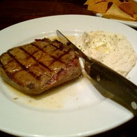 Photo taken at LongHorn Steakhouse by Ricardo C. on 12/29/2012