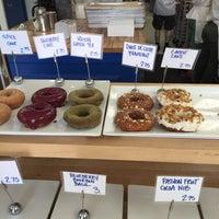 Foto tirada no(a) Blue Star Donuts por Christian M. em 5/31/2015