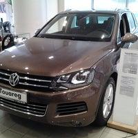 Photo taken at Volkswagen Genser by Евгений Б. on 9/10/2013