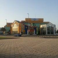 Photo taken at اشارة تقاطع الامير سلطان مع البترجي (الجديدة) by Wido B. on 7/8/2014