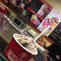 Photo taken at Cold Stone Creamery by Tafa'ol M. on 6/9/2014