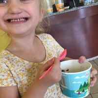 Photo taken at Tutti Frutti Frozen Yogurt by J R. on 5/20/2017