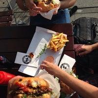 Das Foto wurde bei Ruff's Burger von Kobi Van K. am 7/16/2014 aufgenommen