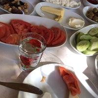 รูปภาพถ่ายที่ Yuvarlakçay Çınar Restaurant&Butik Otel โดย Teslime K. เมื่อ 10/15/2017