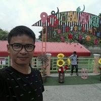 Photo taken at ท่าน้ำปล่อยปลาวัดโพสพ by Sarayut R. on 1/8/2017
