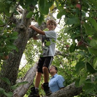 Photo taken at Honey Pot Hill Orchards by Walter H. on 10/6/2012