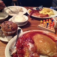 Photo taken at Cracker Barrel Old Country Store by Nicole P. on 9/29/2013