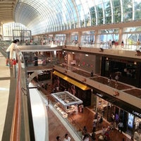 Foto scattata a The Shoppes At Marina Bay Sands da Mulyadir F. il 5/19/2013