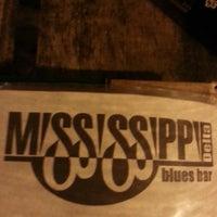 Foto diambil di Mississippi Delta Blues Bar oleh Andiara B. pada 10/27/2013