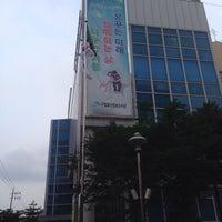 Photo taken at 증산정보도서관 by WonHee L. on 7/21/2015