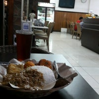 Photo taken at Nasi Pecel Bu Tinuk by A. Margi D. on 5/16/2017
