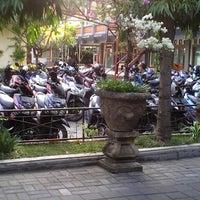 Photo taken at Universitas Mahasaraswati Denpasar by geg e. on 9/24/2013