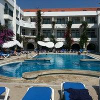 Foto tirada no(a) Hotel Suave Mar por Noemi O. em 8/31/2013